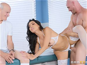 Lela starlet getting pulverized in the doctors