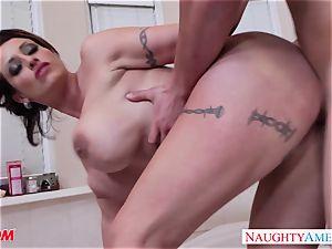 insatiable mummy Eva Notty gives tit-screwing