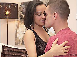 Romantic rendezvous for exotic honey Yasmeena