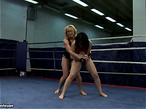 Aagell Summers and Kathia Nobili torrid fight bare