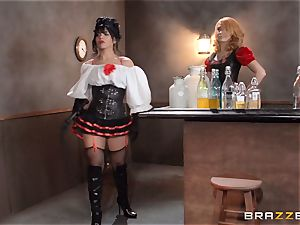 Saloon babe Rose Monroe takes it across table