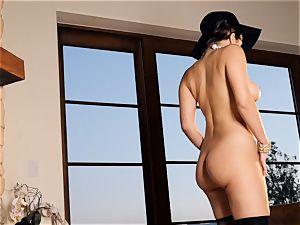 spunky babe Valentina Nappi looks impressive as she plays