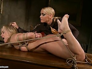 Kathia Nobili like to clamped down her sub with fuck stick