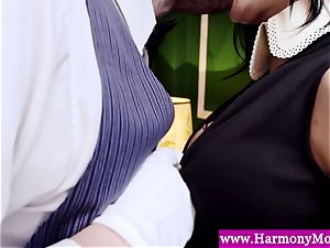 Servants providing a sexshow for their abnormal instructos