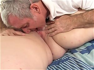 steaming fatty Sapphire Rose gets a hump massage