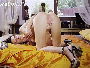 super-hot virgin Marlenka likes herself in the bed
