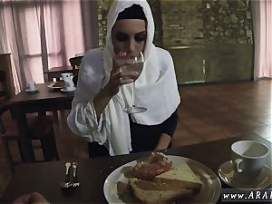 first-timer gang fuckfest xxx greedy girl Gets Food and screw