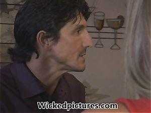Samantha Saint picks up a man at a bar for romp