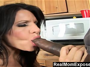RealMomExposed Kendra goes crazy over the plumber's immense beef whistle