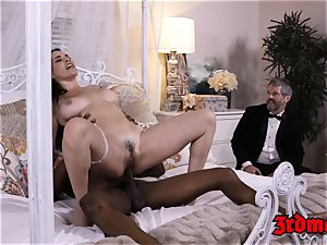 cuckold cougar mega-bitch Dana bbc beaten