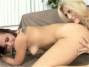 Amanda Tate tongues on Aidra Fox's torrid bum