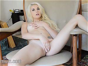 Henley Hart rubbin' her pink vulva supreme
