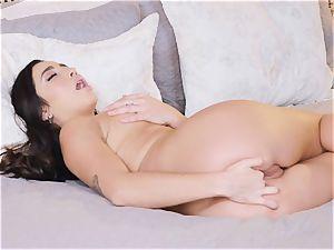 Karlee Grey displays off her wondrous figure