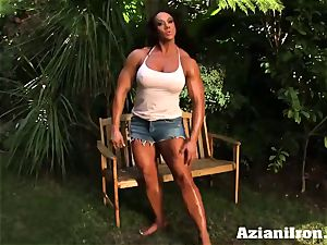 killer bulky Amber takes off down and massages her giant love button