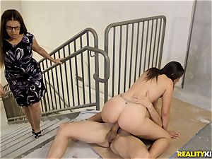 Stairwell shagging Anna Morna