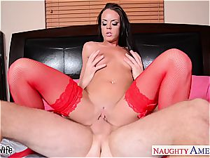brown-haired wife Rahyndee boinking