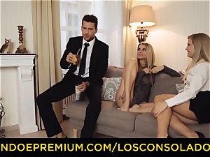 LOS CONSOLADORES - bubble ass girl penetrates beau and girlfriend