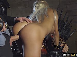 Daenerys Targaryen gets pounded by Jon Snow on the iron Throne