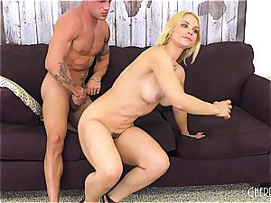 Sarah Vandella nails on webcam and toys her fuckbox to orgasm