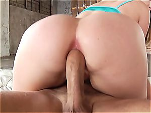 Harley's yam-sized delicious backside gets some deep penetration