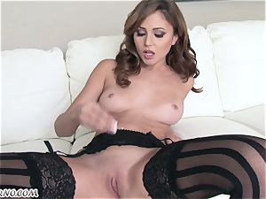 slim lady with little boobies Ariana Marie shows her mind-blowing body