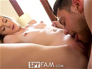 SpyFam giant cunt step sis Hannah Hays poked