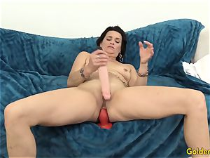 senior cougar pleases Herself with fucktoys
