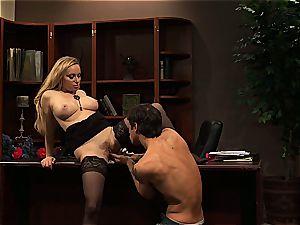 Aiden Starr denies to leave her job sans a decent office screw