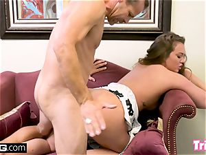 Maddy plumbs the therapist while her hubby waits